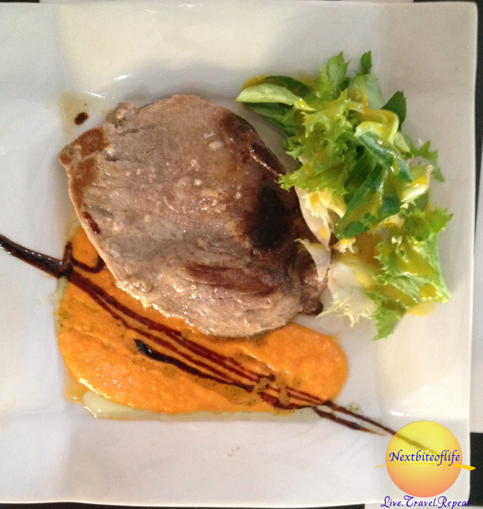 Grilled tuna with a carrot sauce! Yummy!!!!
