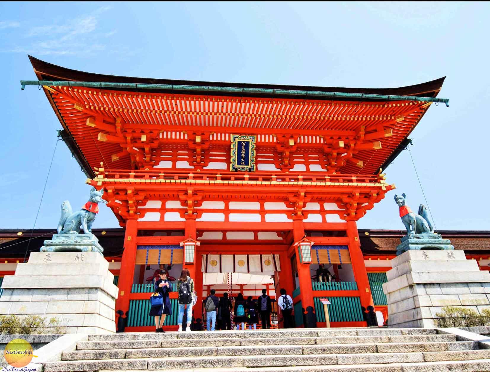 visiting the fushimi inari entrance steps