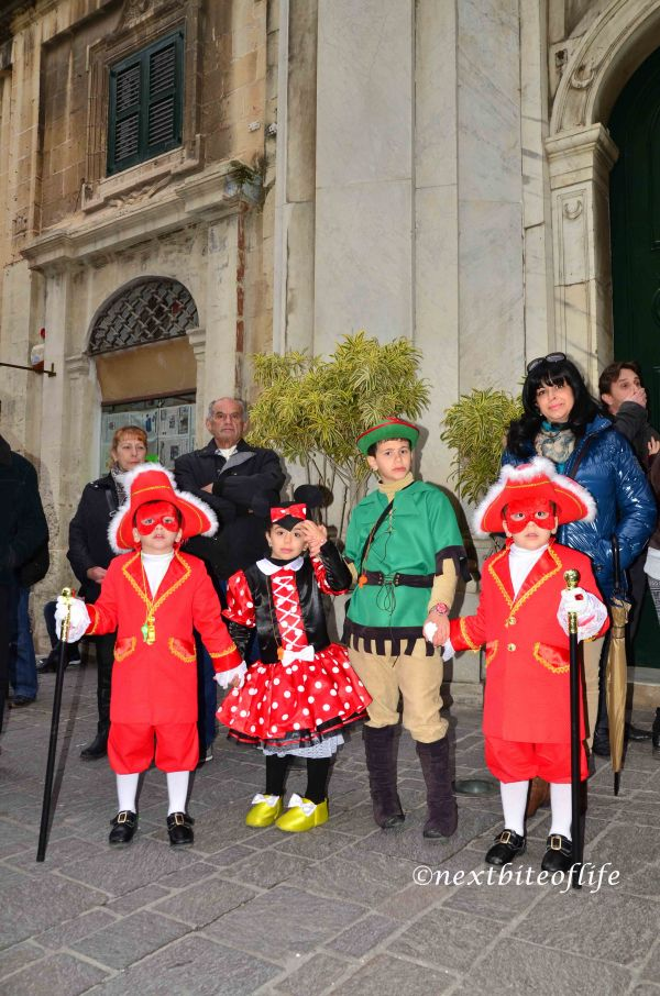 kids dressed as minnie mouse and peter pan and counts at malta carnival