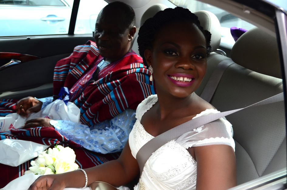 bride and father in car on way to church