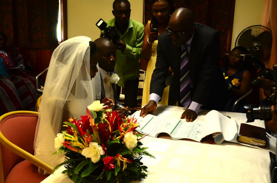 signing the registry on a traditional Nigeria wedding day