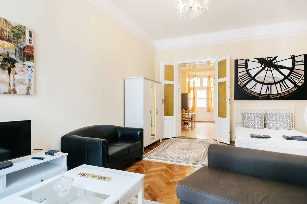airbnb room budapest
