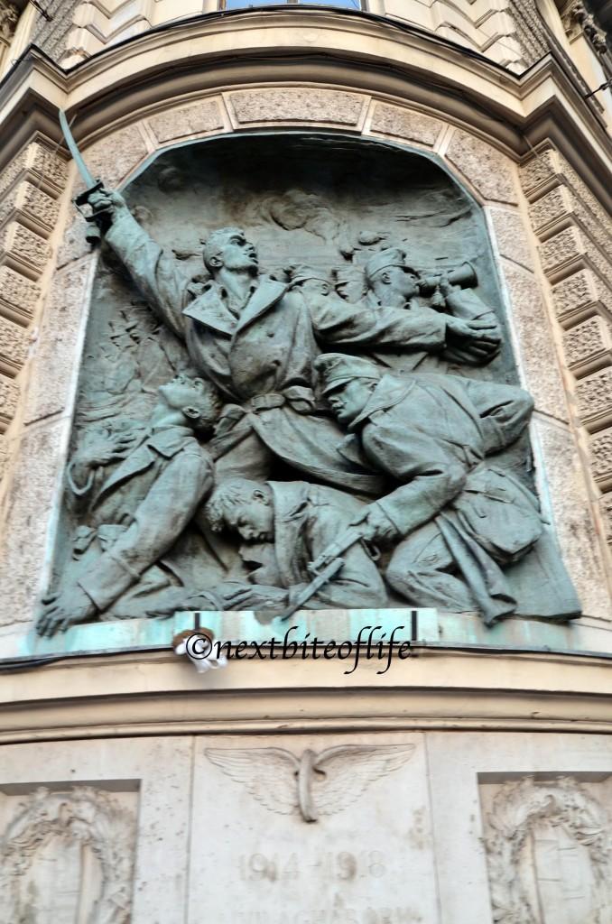 war memorial stautes Budapest