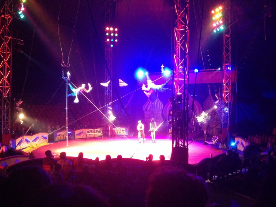 Moscow circus jugglers in London performance - best London travel tips include using Groupon