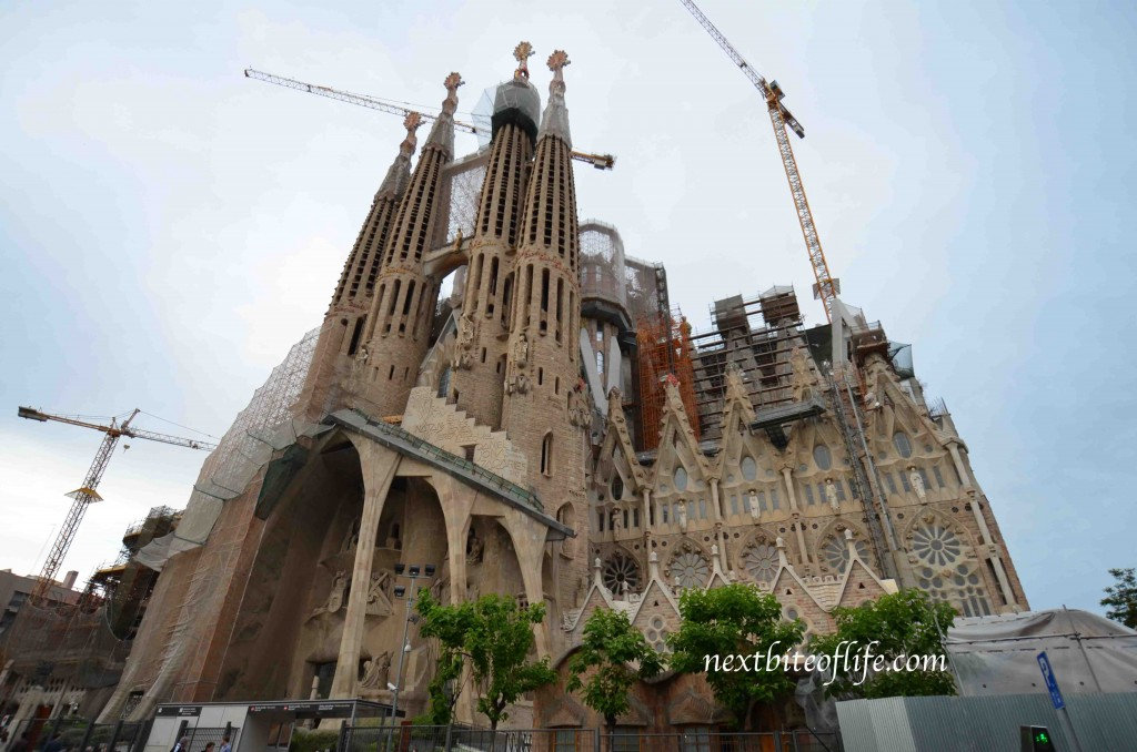 barcelona sagrada familia front view