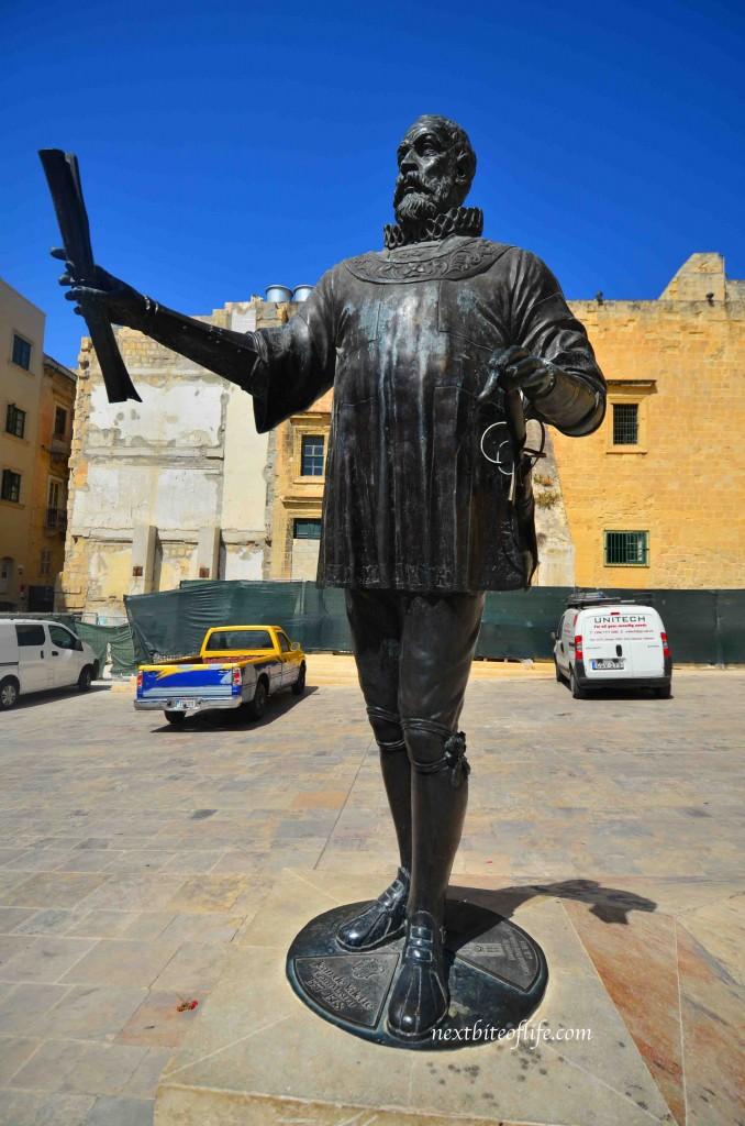 valletta malta statue #visitmalta #valletta #malta #mustseemalta #maltavacation