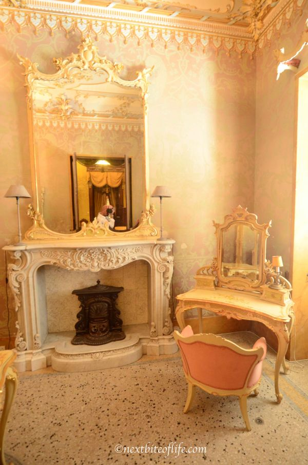 gold colored room at palazzo parse malta