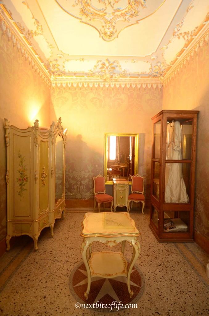 palazzo parisio room
