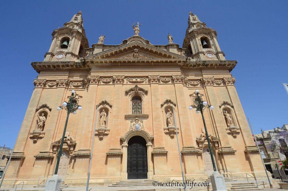 naxxar church close to palazzo parisio