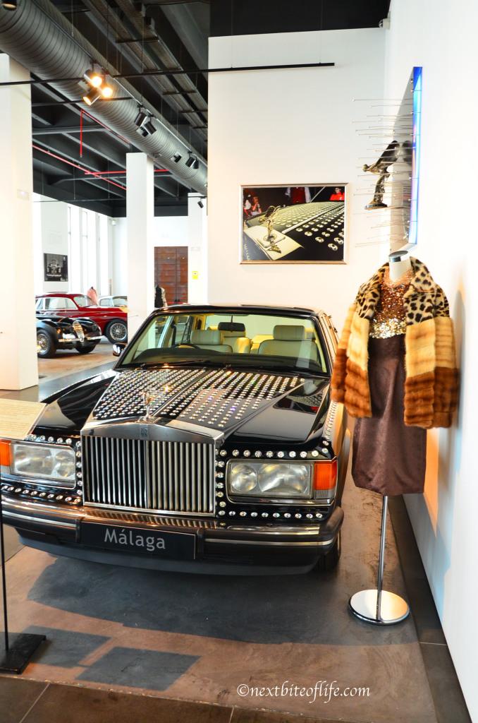 A bit over the top me thinks! swarovski covered rolls royce at auto museum malaga #fashion #fashionmuseummalaga #museoautomovilistico
