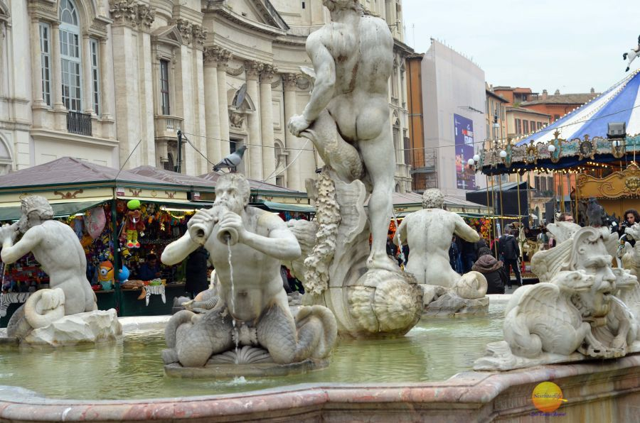piazza navona fountain with xmas stalls in background