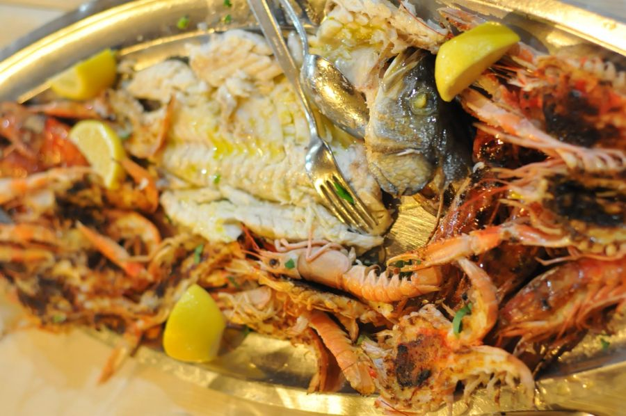 fish and shrimp with head and lemon slices at ristorante rome papetto