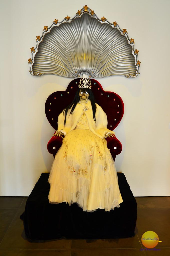 bride of chucky like display at the fashion museum Malaga #Malaga #fashionmuseum
