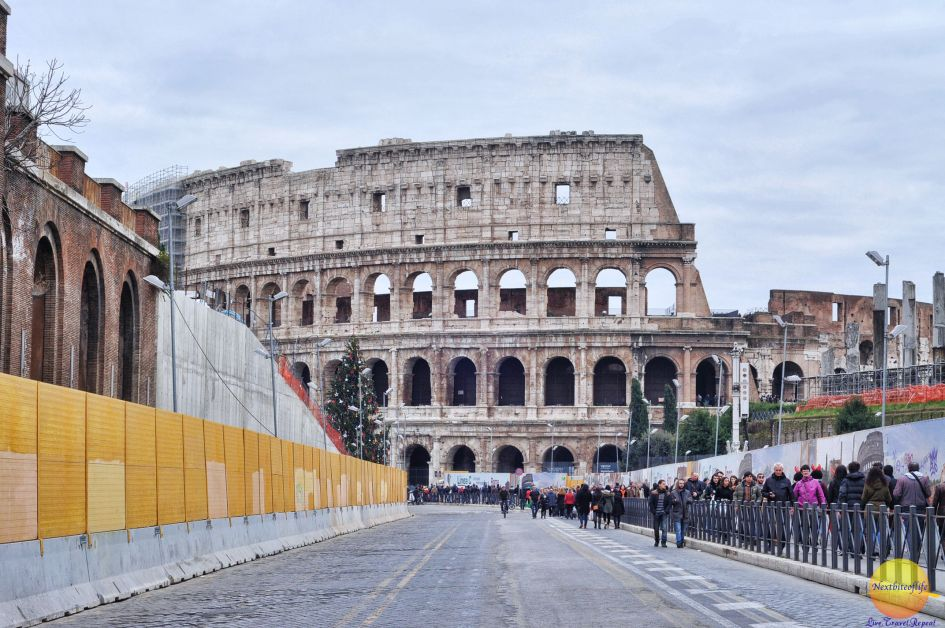 Walking away from the Colosseum towards the tastiest pizza in Rome