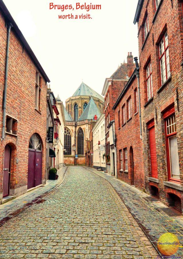 quaint street with bistro in bruges #bruges #brugge #visitbruge #belgium