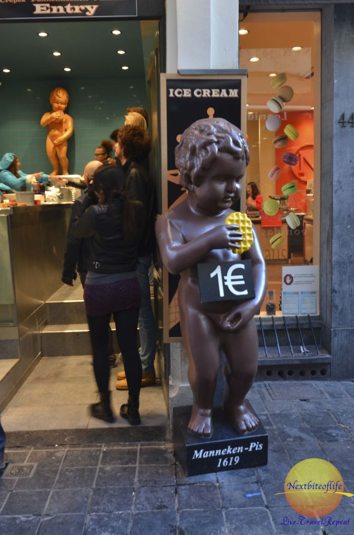 mannequin pis statue in chocolate brussels #visitbrussels #brusselshighlights #whattodoinbrussels