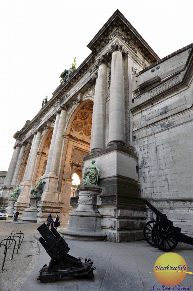 cinquatenaire gate and canon