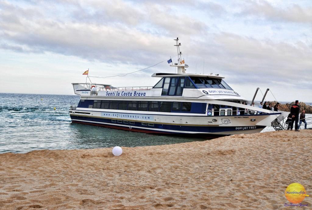 Lloret de Mar dofi jet boats - senti la costa brava