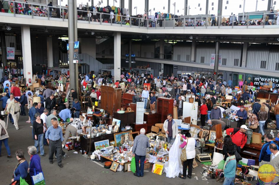 Inside the elcant flea market..