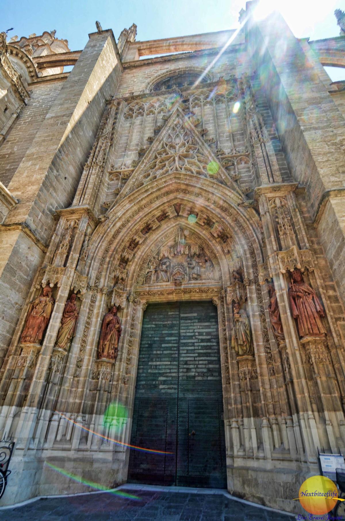 la puerta de bautismo - seville cathedral