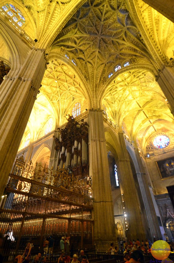 Inside the Sevilla Cathedral with naves. #sevillecathedral #seville #sevillecatedral #andalusia #sevilleguide #sevilleitinerary #spain