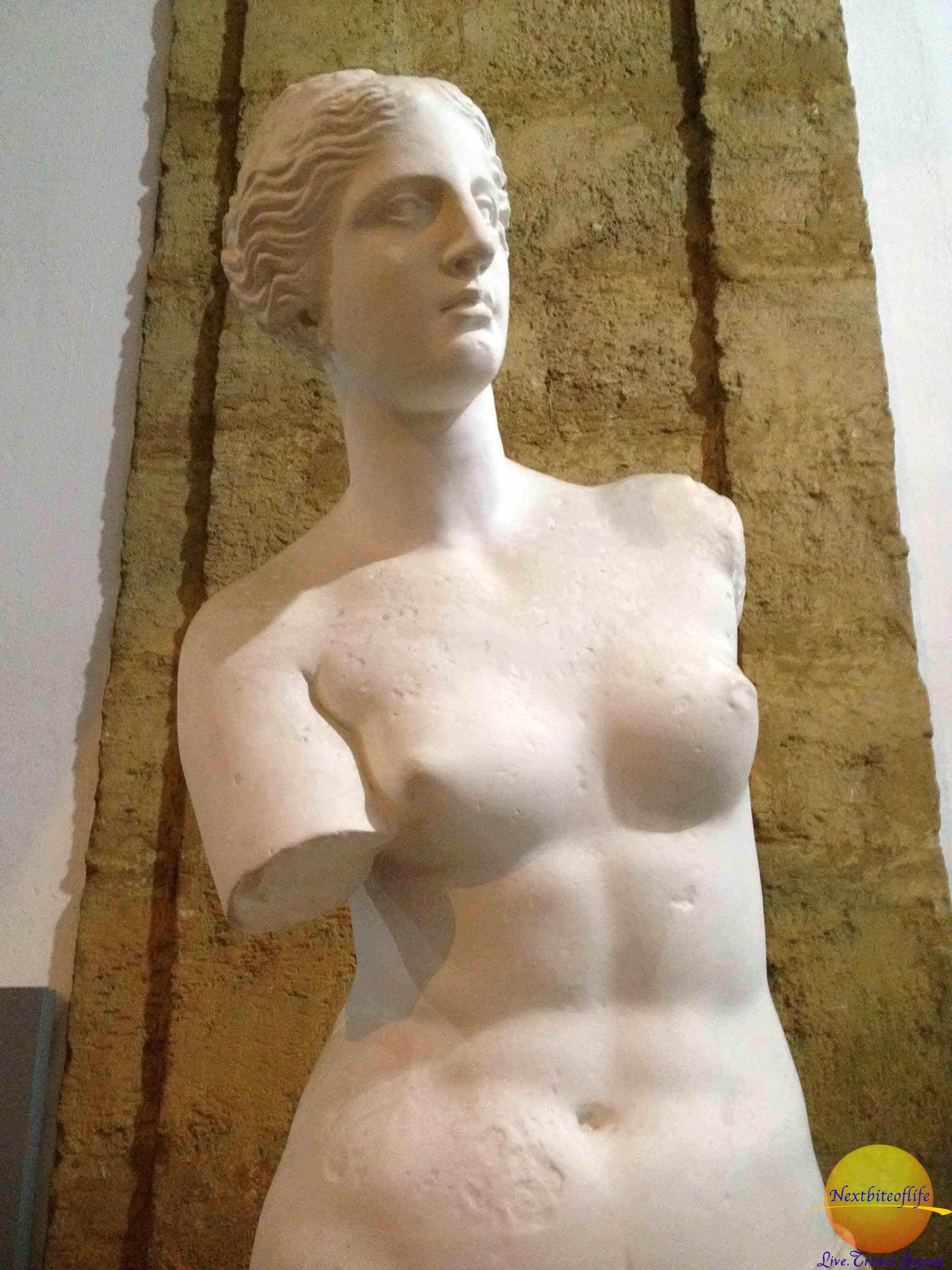 armless bust