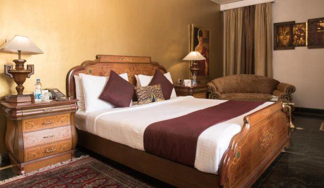 hotel diplomat room