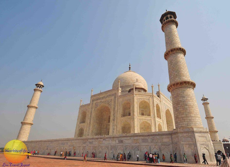 Absolutely beautiful side view of the Taj Mahal mausoleum