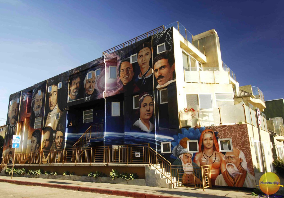 Los Angeles mural of celebrities on the wall in venice beach