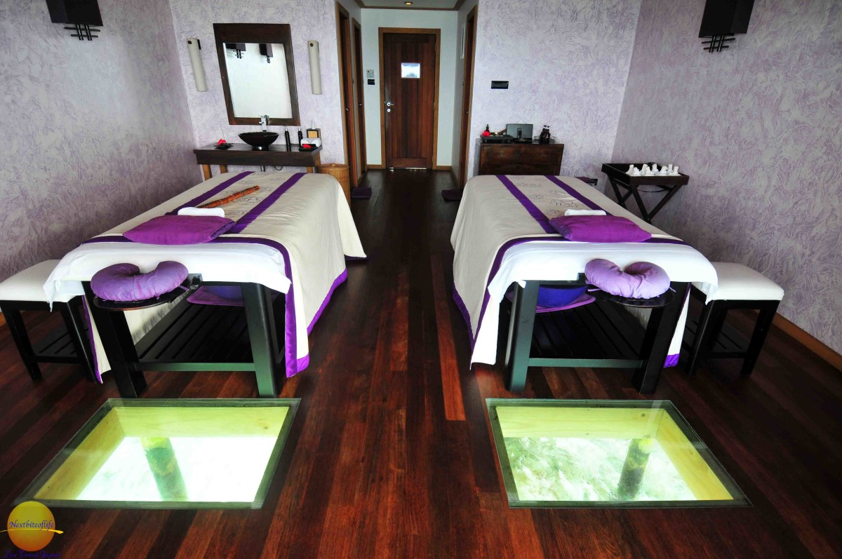 massage beds at vilamendhoo with hole in the floor to see the fish