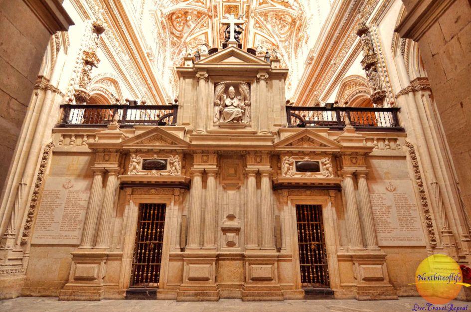 Mezquita Catedral cordoba interior white marble