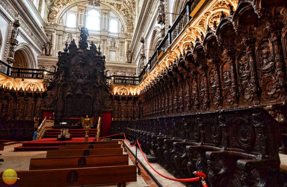 Catedral Mezquita mahogany seats sorrounding big altar