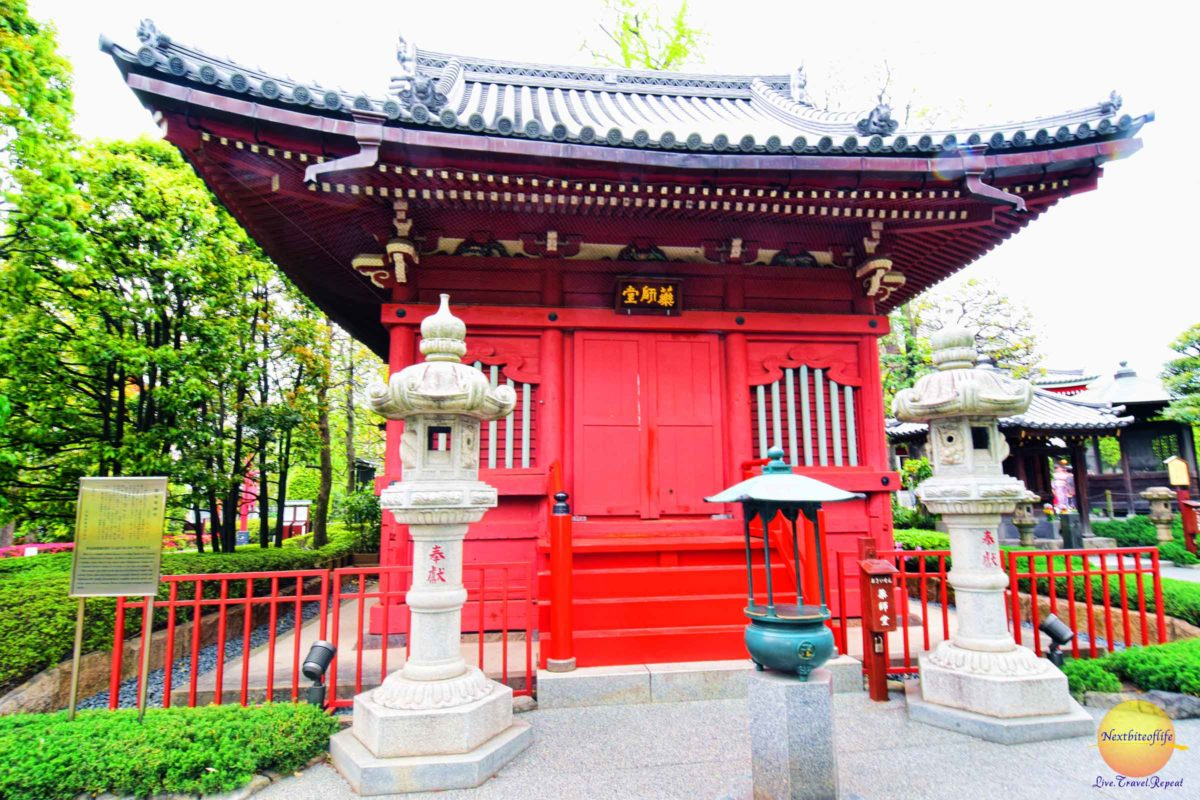 The Hashimoto Yakusi-do temple in the garden. It contains the figure of Nyorai, the Physician of souls.