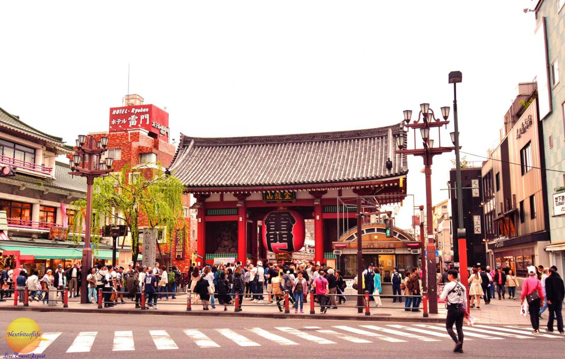 sensoji temple asakusa image of entrace with people