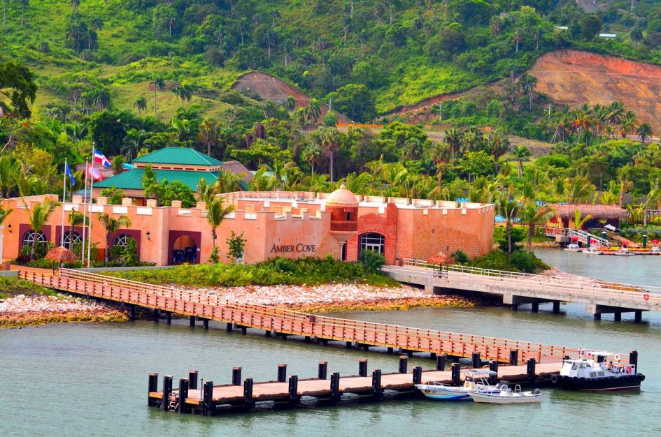 Fathom Aonia dock Amber Cove