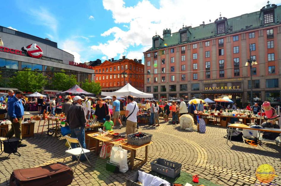 Travel guide Stockholm best : Even the flea market like this one was inviting.