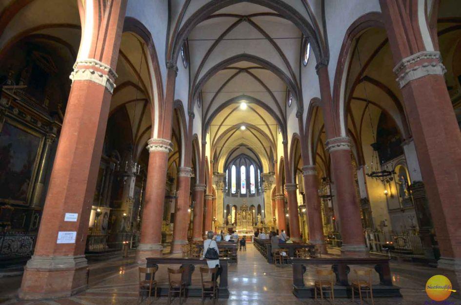Bologna City Guide inside Santa Maria dei Servi basilica