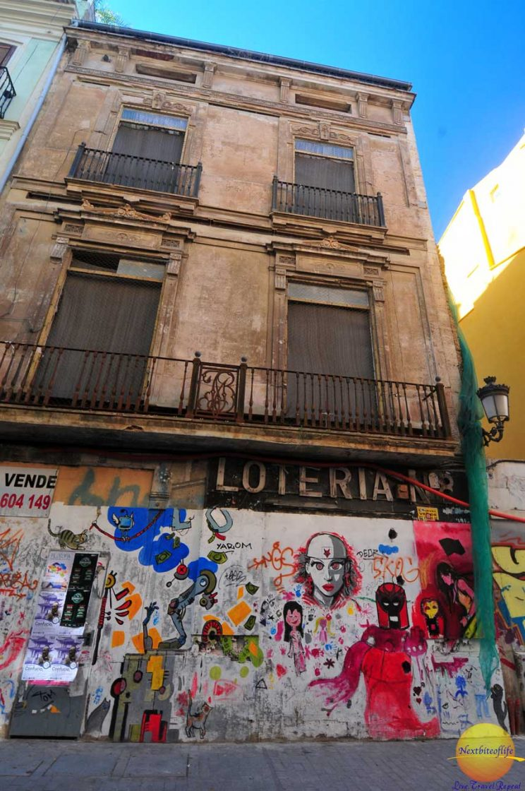 gritty building in valencia
