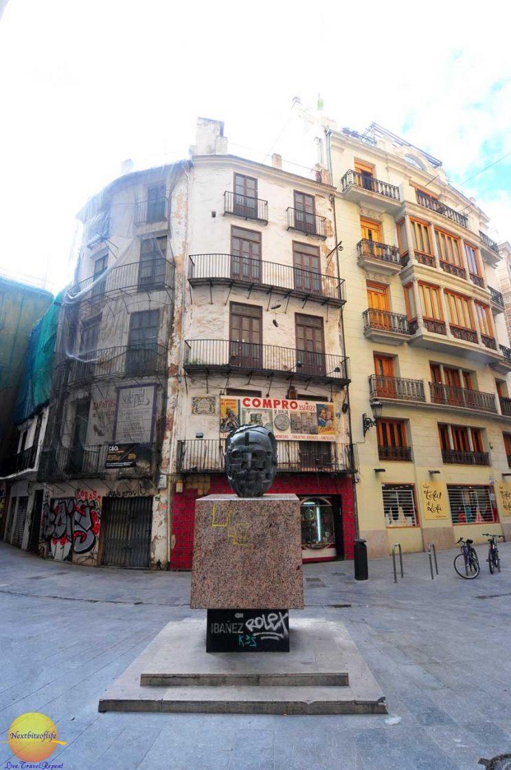 old run down bld in valencia