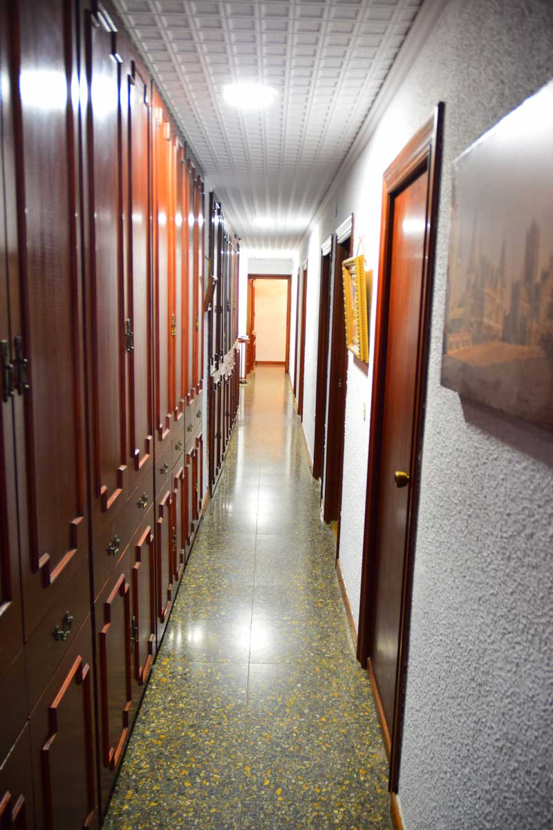 flat in valencia hallway