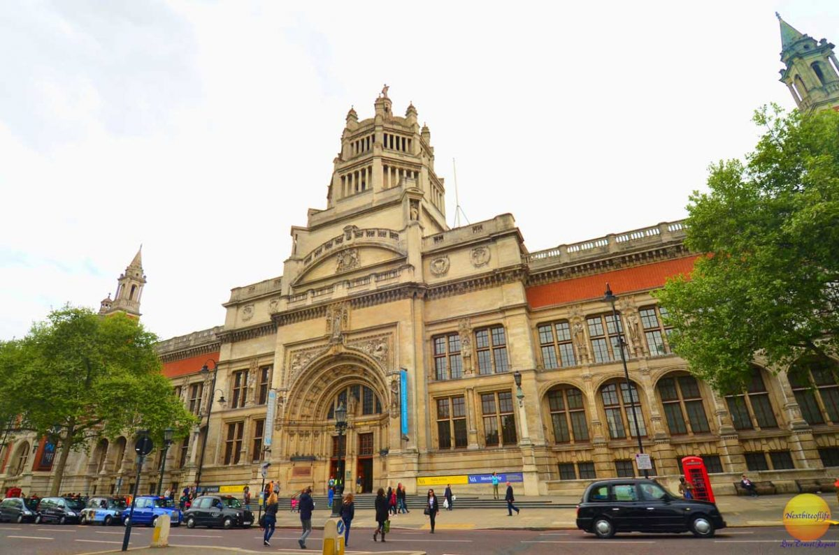 Victoria and Albert museum Kensington London entrance