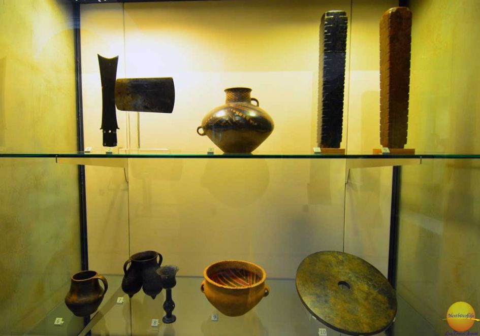 victoria and albert museum london artifacts of pots