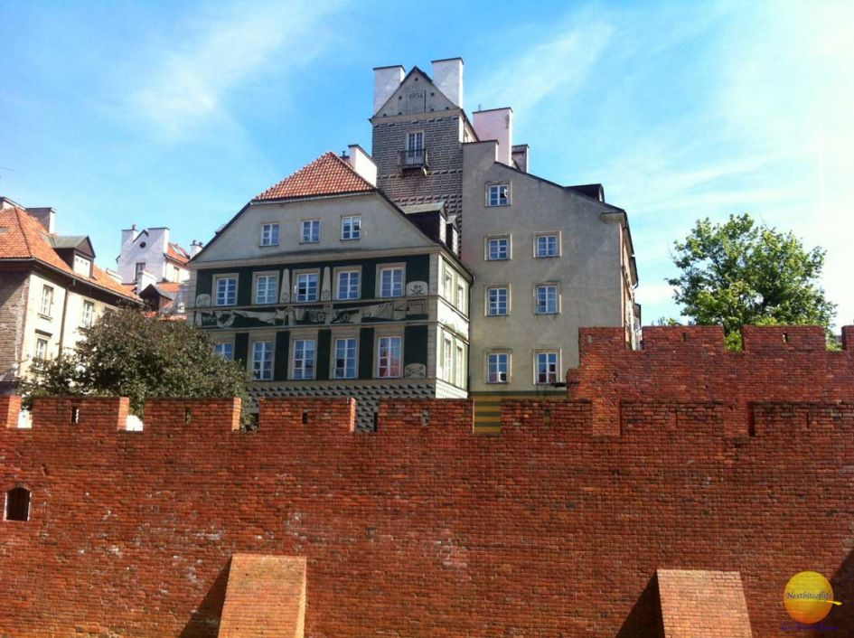 walls of Barbican castle Warsaw - love, hate & severe unease in Warsaw
