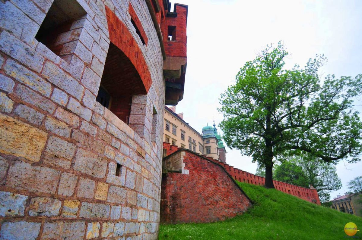 Cool useful Krakow guide: Image of Wawel castle