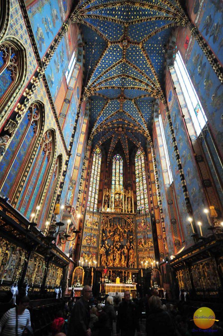 St mary Basilica Krakow Center #krakow #krakowguide #krakowitinerary #poland