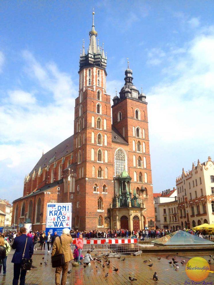 Cool Krakow Guide #stmarysbasilica #krakow #poland #polanditinerary #krakowguide #krakowitinerary #krakowholidays #krakowmustvisit
