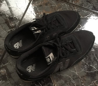 NB 410 sneakers in black on picking the best shoes for flat feet