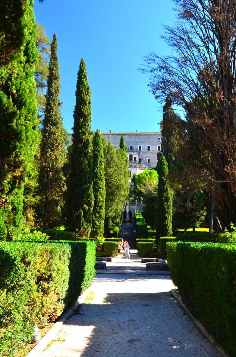 path in tivoli gardens villa d'este