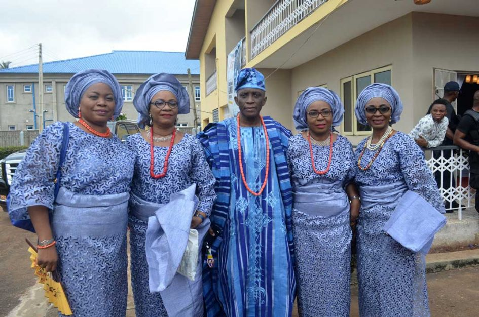 siblings dressed to coordinate in purpe Nigerian attire.