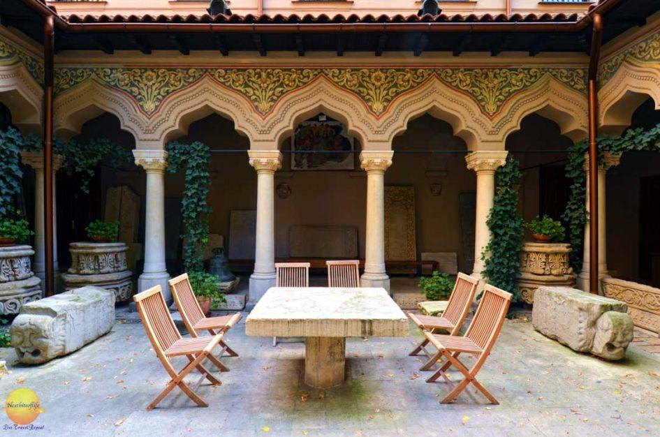 courtyard monastery bucharest